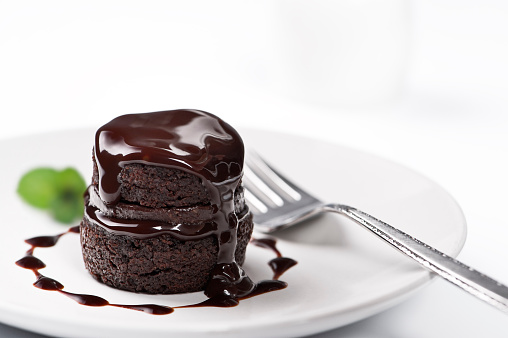 Sweet Food「Chocolate cake with melted chocolate on top」:スマホ壁紙(3)