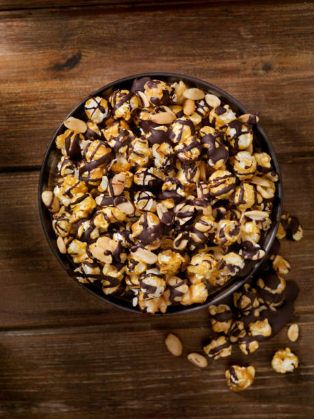 Chocolate Caramel Popcorn with Peanuts:スマホ壁紙(壁紙.com)