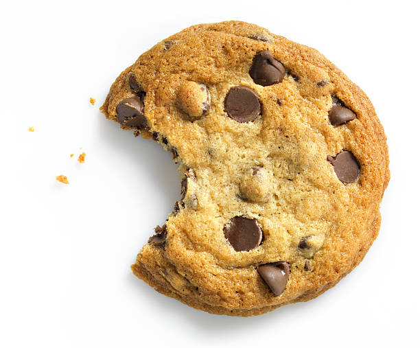 Chocolate Chip Cookie with bite on white:スマホ壁紙(壁紙.com)