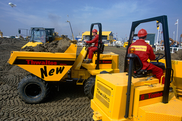 Finance and Economy「Thwaites 9 tonne in the background and 6 tonne articulated dumpers.」:写真・画像(7)[壁紙.com]