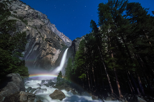 star sky「Moonbow Over Lower Yosemite Fall Horizontal」:スマホ壁紙(12)