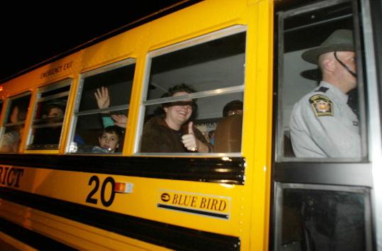 School Bus「Children From Hijacked School Bus」:写真・画像(4)[壁紙.com]