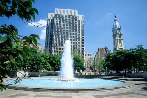Pennsylvania「USA, Pennsylvania, Philadelphia, JFK Plaza, fountain, city hall」:スマホ壁紙(3)