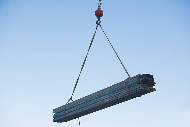 USA, Pennsylvania, Philadelphia, mid-air view at crane's hook lifting wooden planks:スマホ壁紙(壁紙.com)