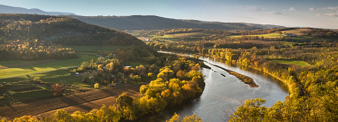 Mid-Atlantic - USA「Pennsylvania valley and river panoramic in autumn」:スマホ壁紙(1)