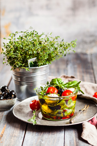 Tomato「Potted thyme and jar of freshCapresesalad preserved in olive oil」:スマホ壁紙(8)