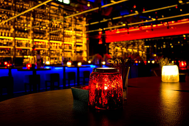 A nightclub with different color lights:スマホ壁紙(壁紙.com)