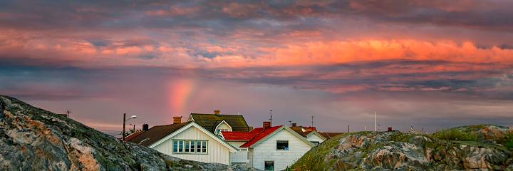 虹「ボーヒュースレーン島の村の夕日」:スマホ壁紙(13)