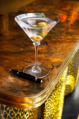 Bank Counter「Vodka drink on retro countertop」:スマホ壁紙(6)