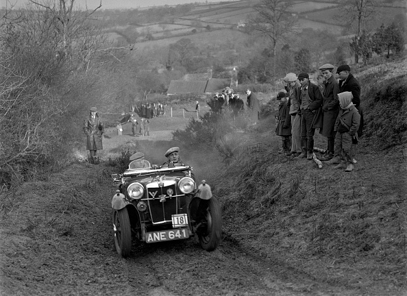 Country Road「MG PA of JH Clent competing in the MG Car Club Midland Centre Trial, 1938」:写真・画像(0)[壁紙.com]