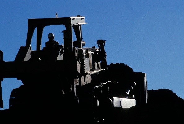 Mid Adult「Bulldozer pushing dirt」:写真・画像(17)[壁紙.com]