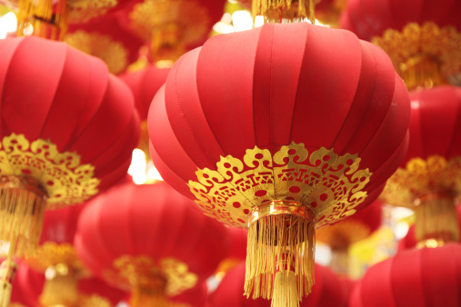 Chinese Lantern Festival「Focused shot of group of red Chinese lanterns」:スマホ壁紙(3)