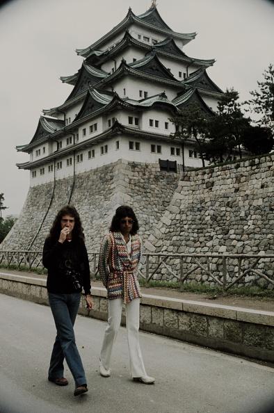 Tokai Region「Freddie Mercury And John Deacon Queen Walking In Front Of Nagoya Castle」:写真・画像(16)[壁紙.com]