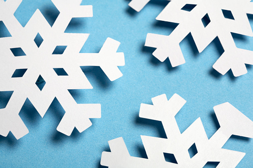 Paper Craft「Paper Snowflakes on Blue Background」:スマホ壁紙(3)
