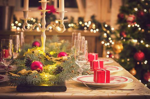 Pine Cone「Elegant Christmas Dining Table」:スマホ壁紙(7)
