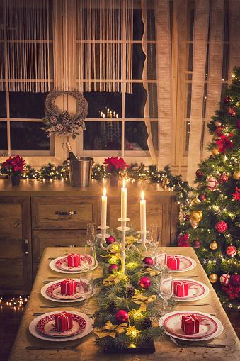 Pine Cone「Elegant Christmas Dining Table」:スマホ壁紙(15)