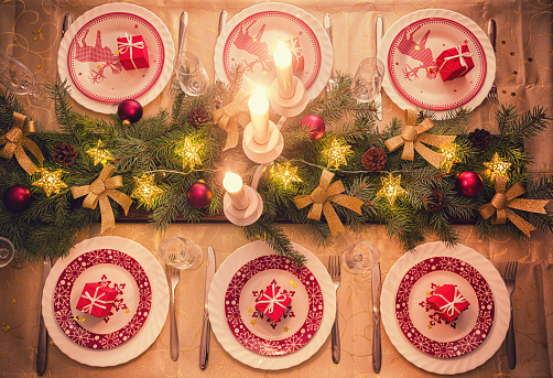 Pine Cone「Elegant Christmas Dining Table」:スマホ壁紙(10)