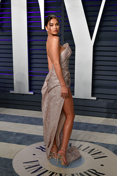 Thigh High Slit「2019 Vanity Fair Oscar Party Hosted By Radhika Jones - Arrivals」:写真・画像(1)[壁紙.com]