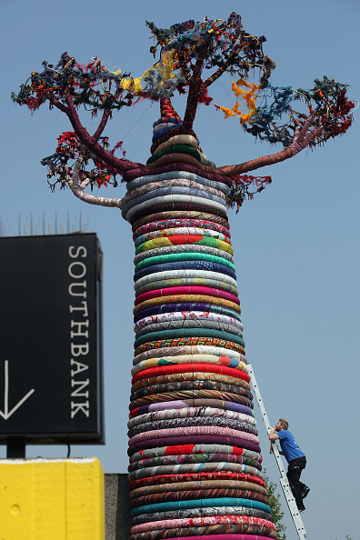 Tropical Tree「The Pirate Technics Sculpture Under The Baobab Is Installed At The Southbank Centre」:写真・画像(5)[壁紙.com]
