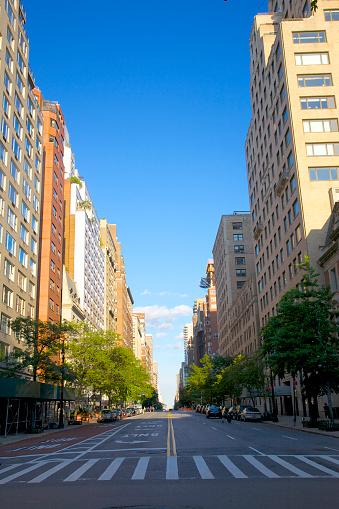 Empty Road「Major avenue on Upper East Side, NYC」:スマホ壁紙(12)