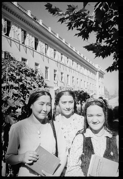 Skull Cap「Three Female Students」:写真・画像(0)[壁紙.com]
