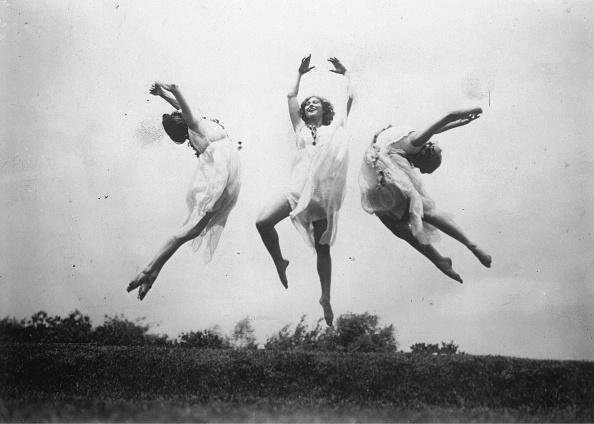 Dancing「Dancers Dance In A Meadow」:写真・画像(17)[壁紙.com]