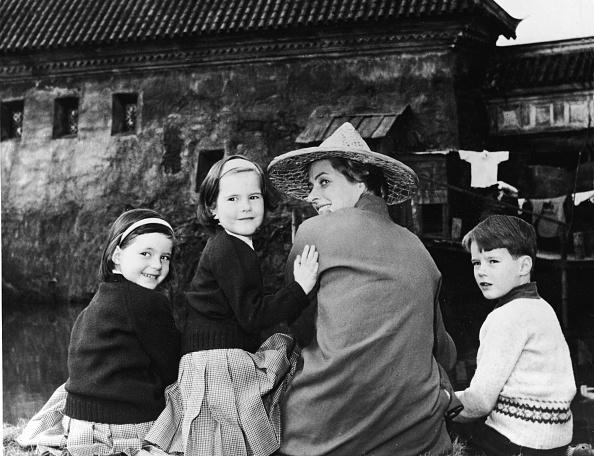 Son「Mrs. Roberto Rossellini & Family」:写真・画像(18)[壁紙.com]
