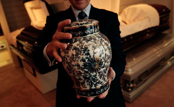 Cremation「Funeral Homes Prepare For Business Boom」:写真・画像(0)[壁紙.com]