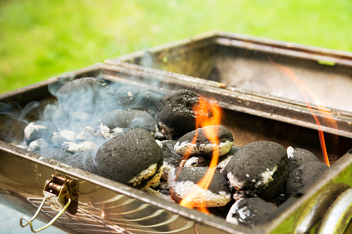 Briquette「Burning coal briquets on grill in garden」:スマホ壁紙(14)