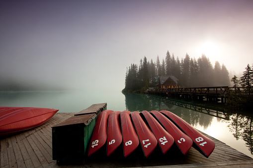 Fog「Red Canoes on a Pristine Mountain Lake in Canada」:スマホ壁紙(0)