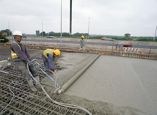 Block Shape「Manually screeding reinforced in situ concrete road slab United Kingdom」:写真・画像(9)[壁紙.com]