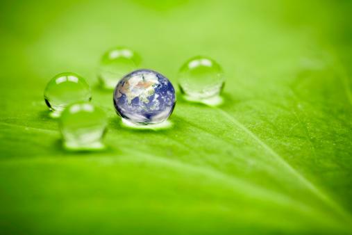 アジア大陸「Planet earth waterdrop リーフます。アジアのグリーンのドロップ地球環境」:スマホ壁紙(15)