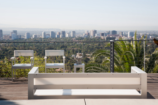 Bench「Seating area overlooking cityscape」:スマホ壁紙(5)