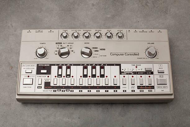 Roland TB-303 bass-line synthesizer:スマホ壁紙(壁紙.com)