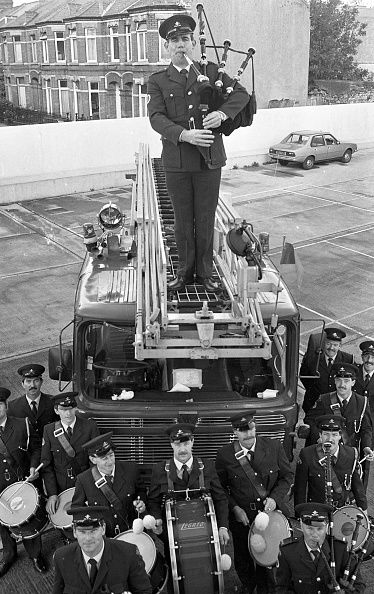 City Life「Sub Officer John O'Neill of the Dublin Fire Brigade Pipe and Drum Band above the Band 1986」:写真・画像(17)[壁紙.com]