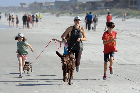 Jacksonville Beach「Jacksonville, Florida Re-Opens Beaches After Decrease In COVID-19 Cases」:写真・画像(11)[壁紙.com]
