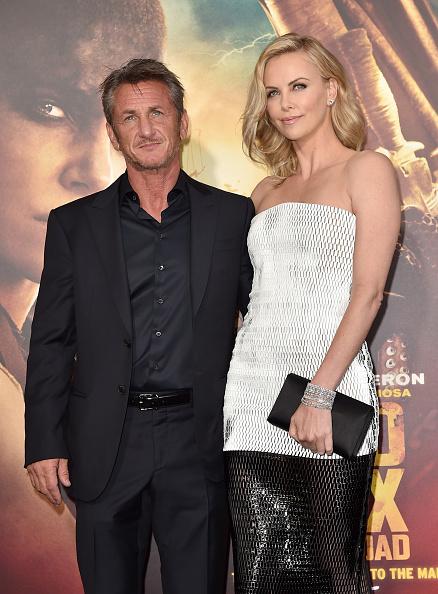 "Clutch Bag「Premiere Of Warner Bros. Pictures' ""Mad Max: Fury Road"" - Red Carpet」:写真・画像(6)[壁紙.com]"