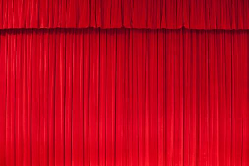 赤「赤色のカーテンで、古典劇場」:スマホ壁紙(12)