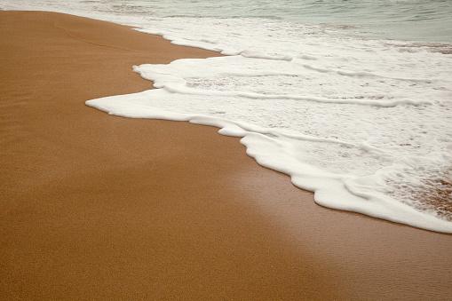 Wave「Wet sandy beach at water's edge」:スマホ壁紙(2)