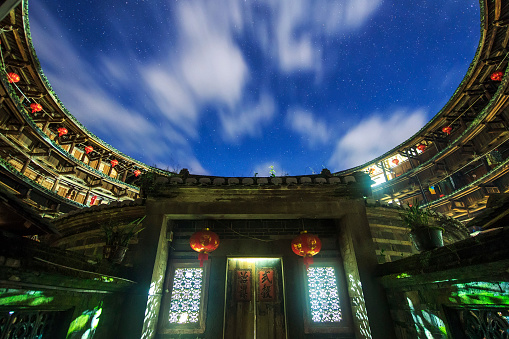 Chinese Lantern「A cloudy night at Fujian tulou, a world heritage site in the Fujian province of China.」:スマホ壁紙(10)