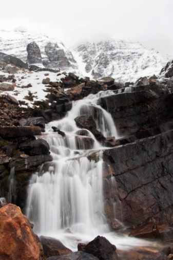 Yoho National Park「Waterfalls And Snow Covered Mountains」:スマホ壁紙(8)