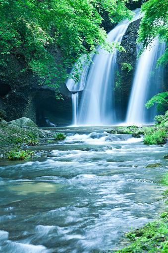 Spraying「Waterfalls and Stream Landscape in Japan」:スマホ壁紙(3)