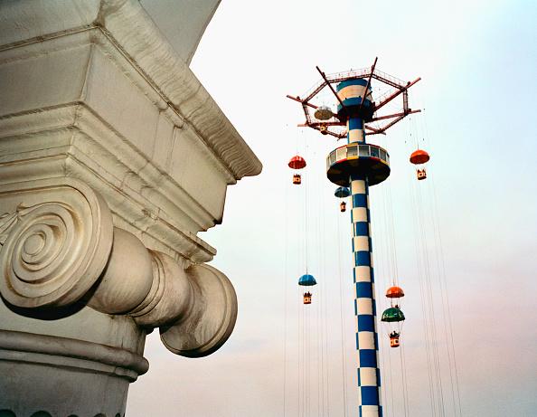 Amusement Park Ride「Parachute drop ride, Chaoyang Park, Beijing, China」:写真・画像(5)[壁紙.com]