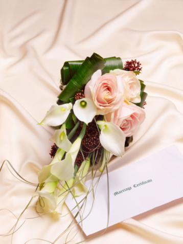 Married「Bridal bouquet and marriage certificate on fabric, close-up」:スマホ壁紙(11)