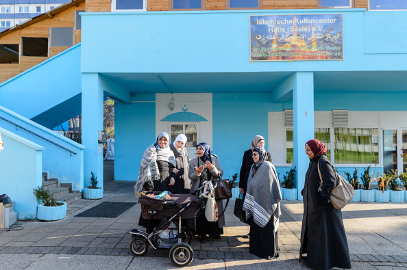 Germany「Migration Commissioner Visits Mosque Following Attacks」:写真・画像(0)[壁紙.com]