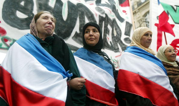 スカーフ「Muslims Rally Against France's Ban On Religious Headscarves 」:写真・画像(19)[壁紙.com]