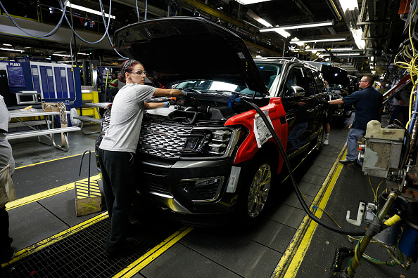 Production Line「Ford Kentucky's Truck Plant Rolls Out New Ford Expedition」:写真・画像(6)[壁紙.com]