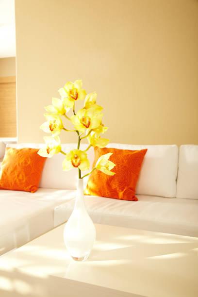 Yellow Orchids in Modern House:スマホ壁紙(壁紙.com)