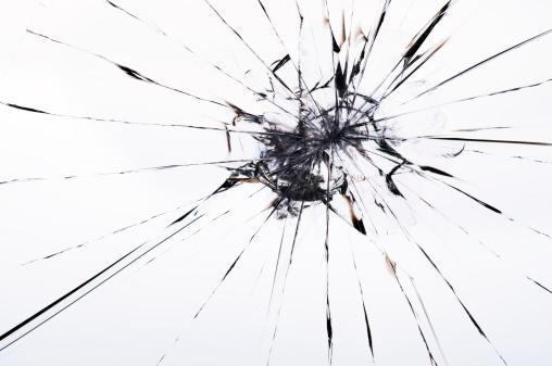 ひびが入ったガラス「クラックトラミネート加工ガラス」:スマホ壁紙(