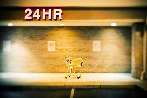Parking Lot「Shopping Cart in Front of Convenience Store」:スマホ壁紙(12)